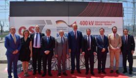 Kryeministrat Rama dhe Mustafa si dhe Ministrat e Energjisë Gjiknuri dhe Stavileci në ceremoninë e inagurimit të linjës së interkonjeksionit Shqipëri – Kosovë më 26 qershor 2016. Linja nuk është përdorur ende. Foto kortezi: Ministria e Energjisë dhe Industrisë